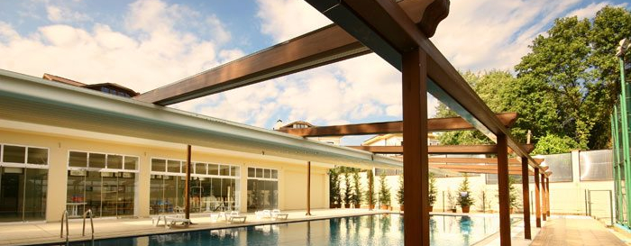 Retractable awning